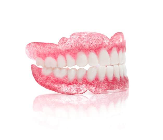 היתרונות של שיניים תותבות נשלפות