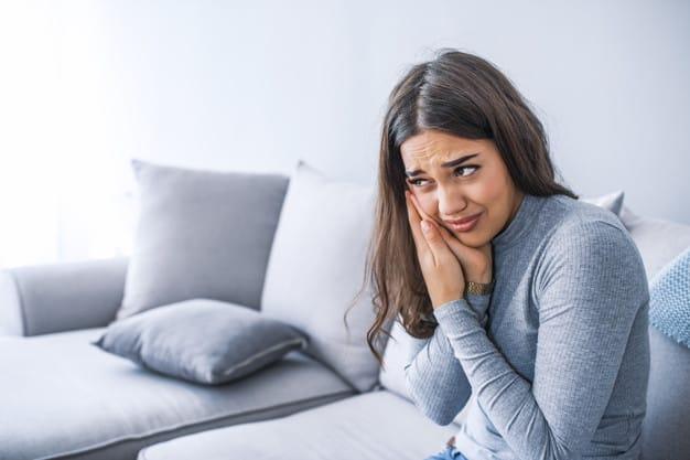איך מפחיתים נפיחות בפה לאחר טיפול שיניים?