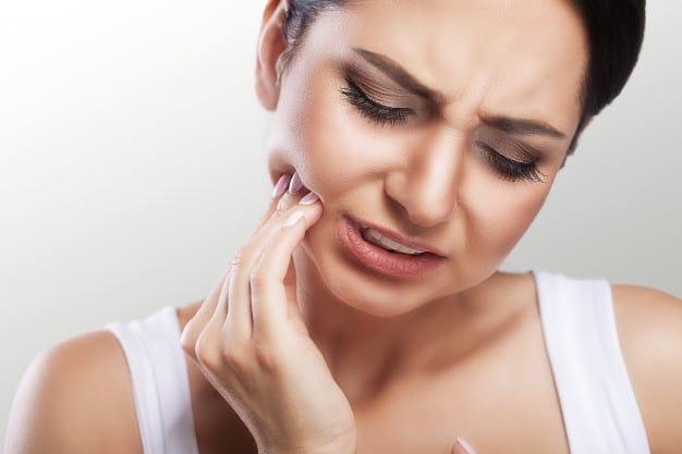העששת – מה היא עושה אצלכם בשיניים?